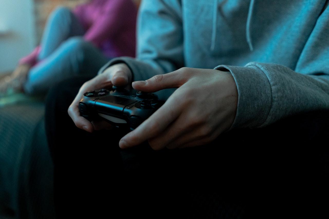 gamer manette main